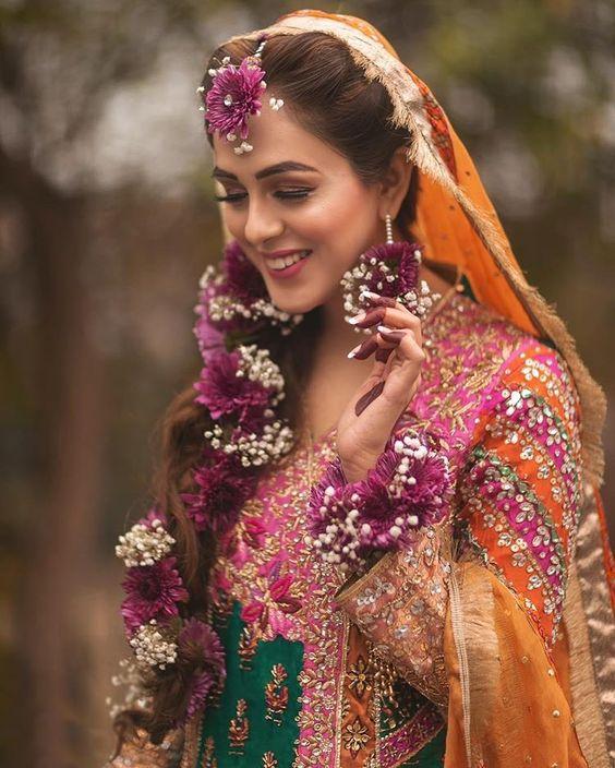Photo Courtesy- Chaarbhai #floraljewellery #weddingjewellery #jewellery #jewellerygoals #instajewellery #bridetobe #bridegoals #bridalbeauty #bridaldiaries #indianbrides #love #florals #bridesofinstagram