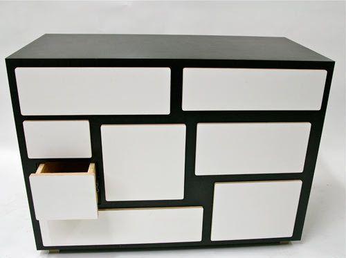 Combinação preto e branco e muitas gavetas