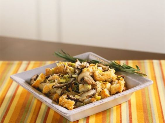 Brotsalat mit Pilzen und Lauch ist ein Rezept mit frischen Zutaten aus der Kategorie Pilze. Probieren Sie dieses und weitere Rezepte von EAT SMARTER!