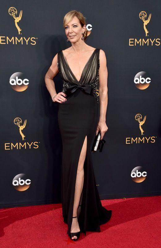 Allison Janney no tapete vermelho do Emmy 2016: