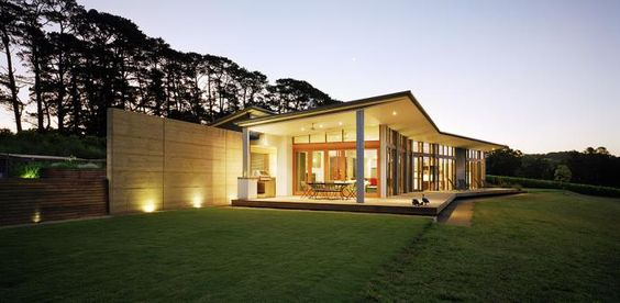 Australian Rammed Earth Spine Wall Hill House Mihaly