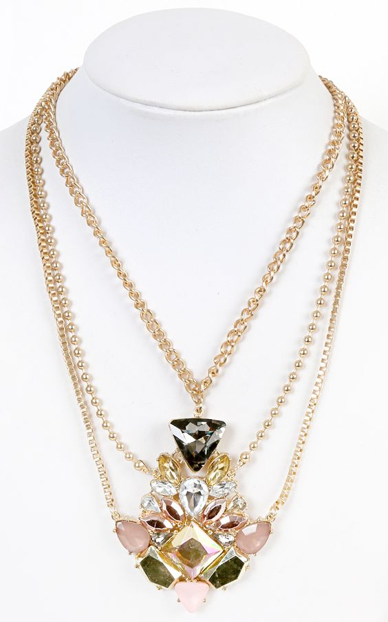 This oversized jewel pendant necklace is just gorgeous.   MakeMeChic.com