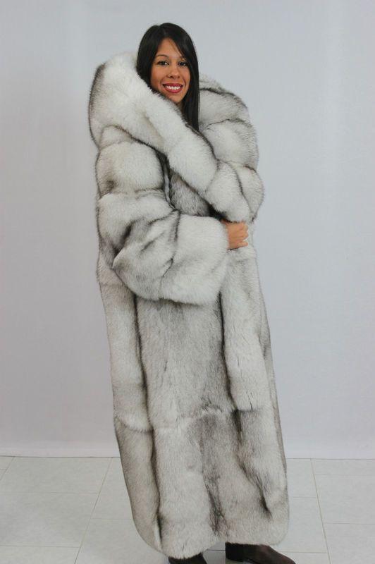 long hooded blue fox fur coat | Fourrures Renard Bleu | Pinterest