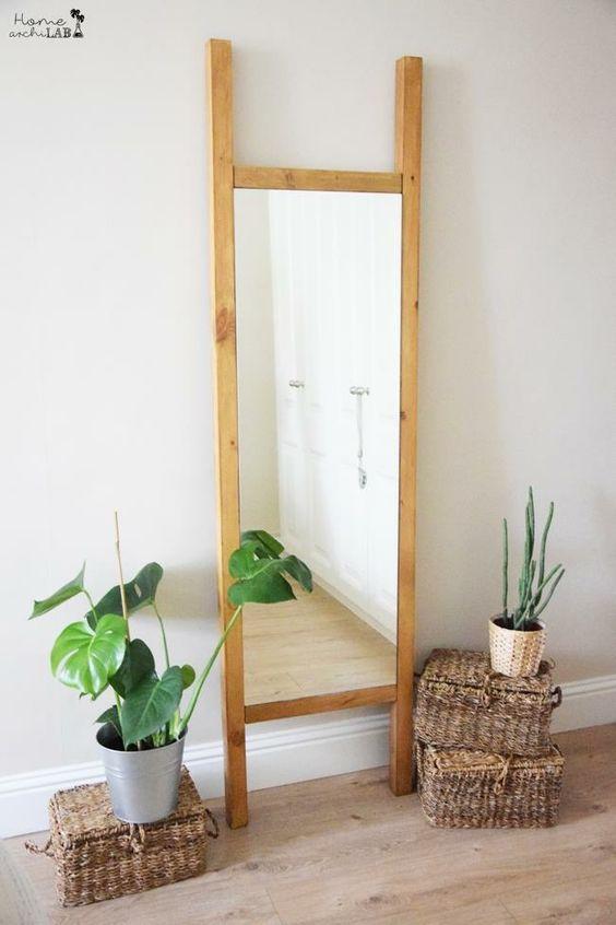 Inmiscuida en la decoración de mi dormitorio necesitaba un espejo de suelo y nada me convencía.  Me decidí a hacerlo yo misma con un IKEA HACK y ¡ha quedado fenomenal! En el nuevo post puedes ver cómo hacer este espejo de suelo de diseño fresco y actual a partir del espejo Minde Ikea. ¿Cuánto dinero crees que me ha costado? Entra y descubre la respuesta.