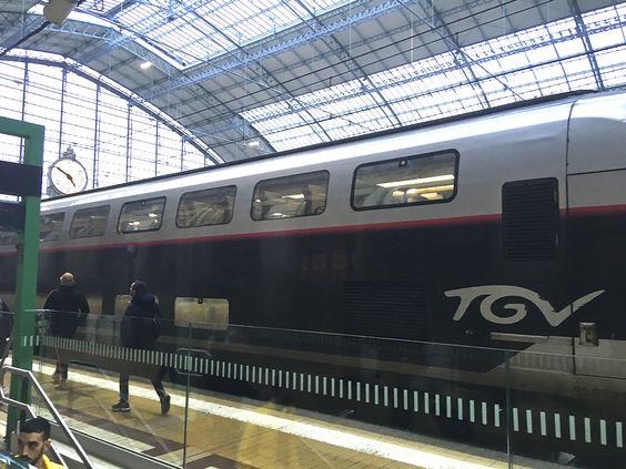 Скоростной поезд на вокзале в Бордо