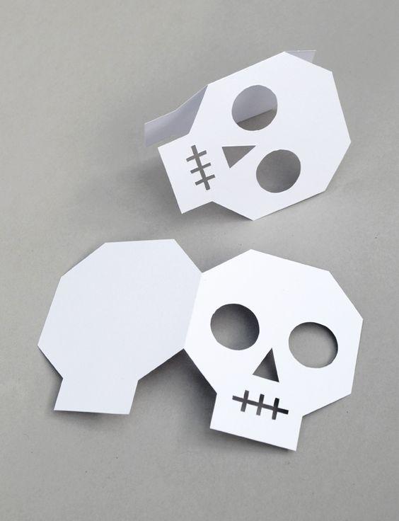 DIY Halloween invitations - spooky skulls - free printable template!