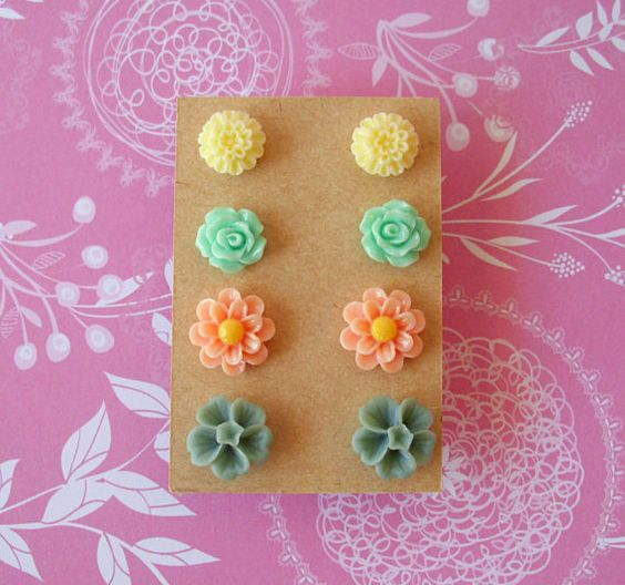This beautiful set contains 4 pairs of flower cabochon post earrings. The floral stud earrings come with silicone stoppers. The cabochons are