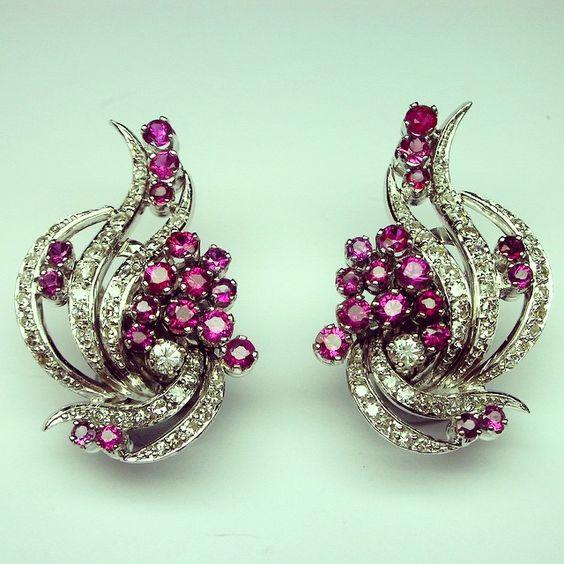 Feeling #festive with these #1960s #clipon #earrings #diamonds and #rubies  #orecchini #rubini e #diamanti #anni60 -#legioiedifunaro #gioielleria #antica #gioielli #antichi #milano #antiquejewellery #jewellery