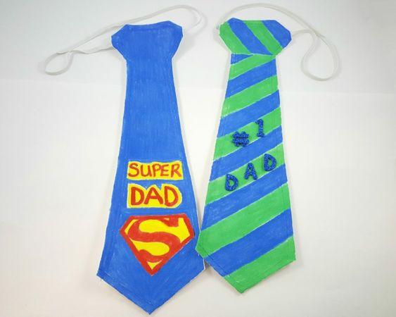 un'idea per un lavoretto per la festa del papà a forma di cravatta con dediche e simbolo di superman
