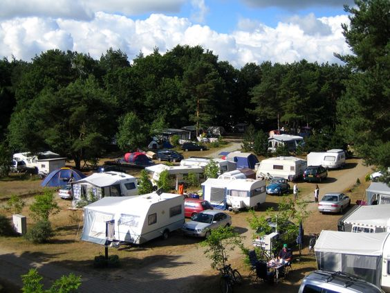 Zur Ausstattung des Campingplatzes gehören 2 moderne Sanitärgebäude ... For more great camping info go to http://CampDotCom.Com #camping #campinghacks #campingfun