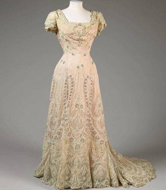 Evening dress- American- ca. 1906. De Young Museum- San Francisco ...