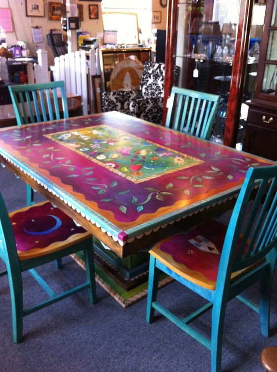 Gorgeous hand painted table and chairs now i can 39 t decide for Hand painted furniture ideas