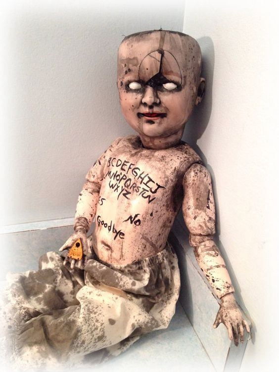 "Creepy Horror Doll ""Ouija Baby"":"