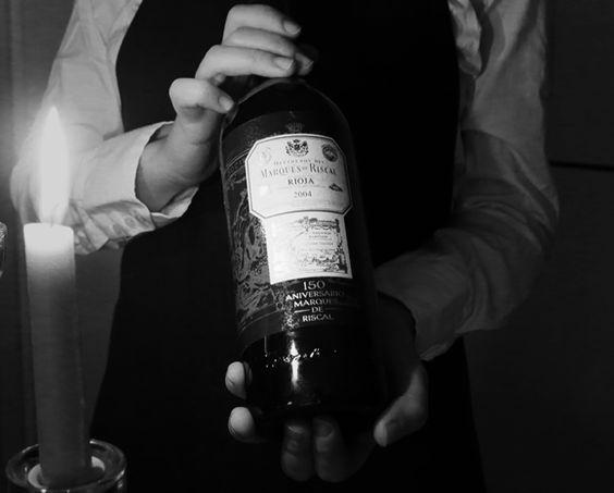 Lamentablemente existen todavía conductas que muestran detalles impresentables en la atención al servicio del Vino en algunos restaurantes españoles. ¿Sábes