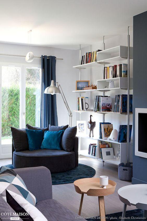 salon en blanco, azul, gris y madera - rincon