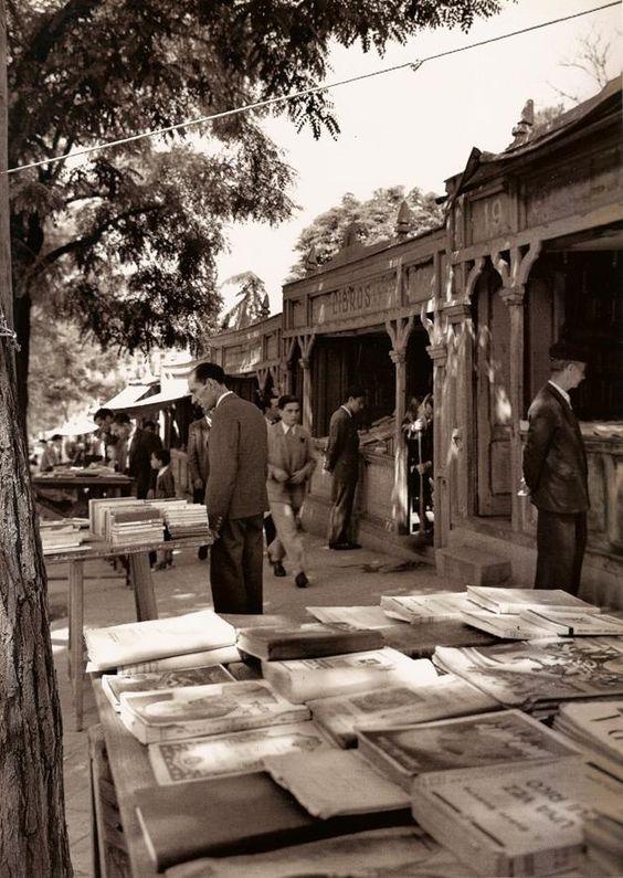 Venta de libros en la Cuesta de Moyano mas información en www.madridantiguo.org