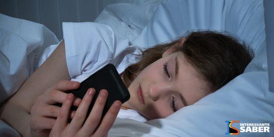 Você usa o celular antes de dormir? Veja isso: – Interessante Saber