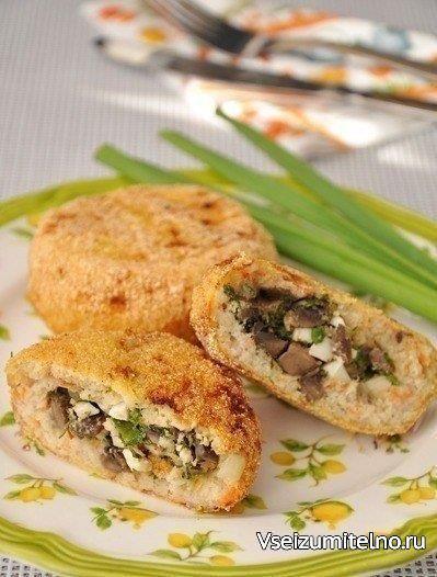 Рыбные зразы с грибной начинкой  Ингредиенты:  Филе рыбное (без костей) — 800 г Морковь — 1 шт Лук репчатый (крупный) — 1 шт Хлеб (пшеничный) — 100 г Молоко — 100 мл Яйцо куриное (сырое - 1 шт., вареные - 2 шт. - для начинки) — 3 шт Шампиньоны (для начинки) — 300 г Масло растительное Лук зеленый (для начинки) — 40 г Укроп (для начинки) — 40 г Сухари панировочные (или кукурузная мука) Соль Перец черный  Приготовление:  1. Филе рыбы вымыть, обсушить бумажной салфеткой. Нарезать кусочками и…