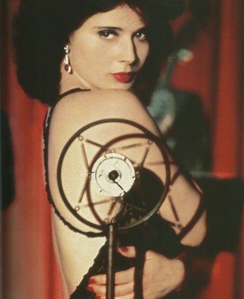 Isabella Rossellini -Blue Velvet by David Lynch (1986) <3 ....