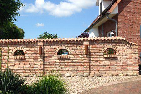 Mediterrane Mauer Mit Dem Gusseisennen Fenster Ilios Dem Fenster Gusseisennen Ilios Mauer Mediterrane Mit In 2020 Gartenmauern Steinmauer Garten Hintergarten