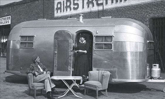 love the vintage Airstreams. Makes me want to go camping!
