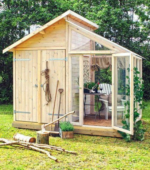 Une partie rangement et une partie véranda, cet abri de jardin est super astucieux !