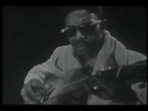 "EL SR. LIGHTNING HOPKINS , LLEGA HASTA LO MAS PROFUNDO DEL ALMA BLUSERA , INTERPRETANDO ""GOIN DOWN SLOW """