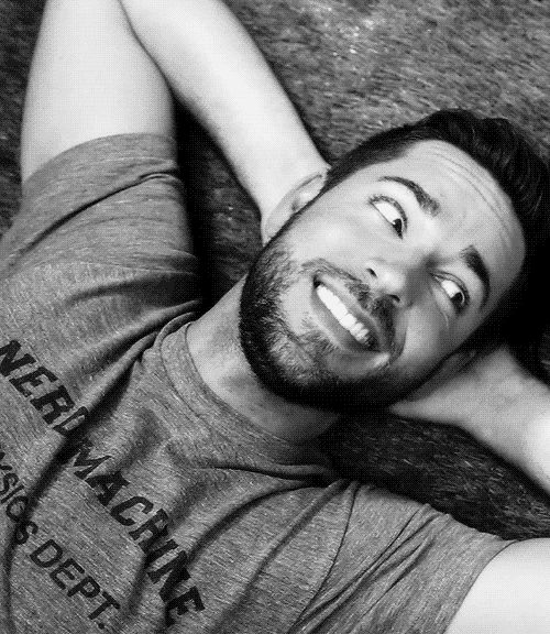 Zachary Levi gif -- his smile gets me every time! Can I have him for Christmas? And his voice, his voice is charming I'd be straight for this lad hahaha  We could play video games and it would be fun