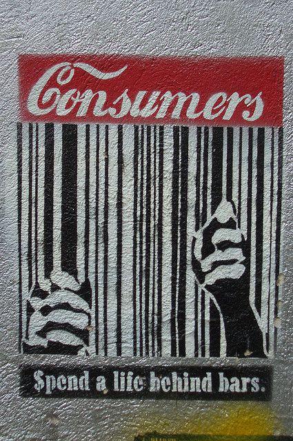 En este graffiti evidenciamos como la sociedad de hoy en día esta encerrada bajo el poder del consumo de las grandes marcas