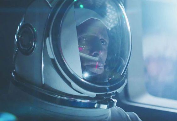 Homens tem treinamento espacial para pilotar novo Outlander