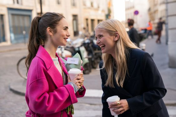 "The Trailer for Netflix's ""Emily in Paris"" Is Giving Us Millennial Carrie Bradshaw Vibes 