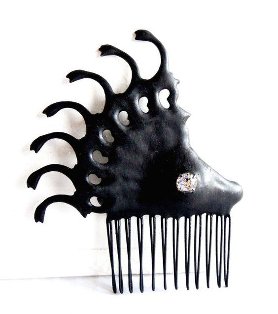 Noir peigne horloge gothique main méchante Reine par EJPcreations