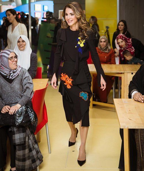 Queen Rania Started An Educational Mobile App For Children Queen Rania Fashion Royal Fashion