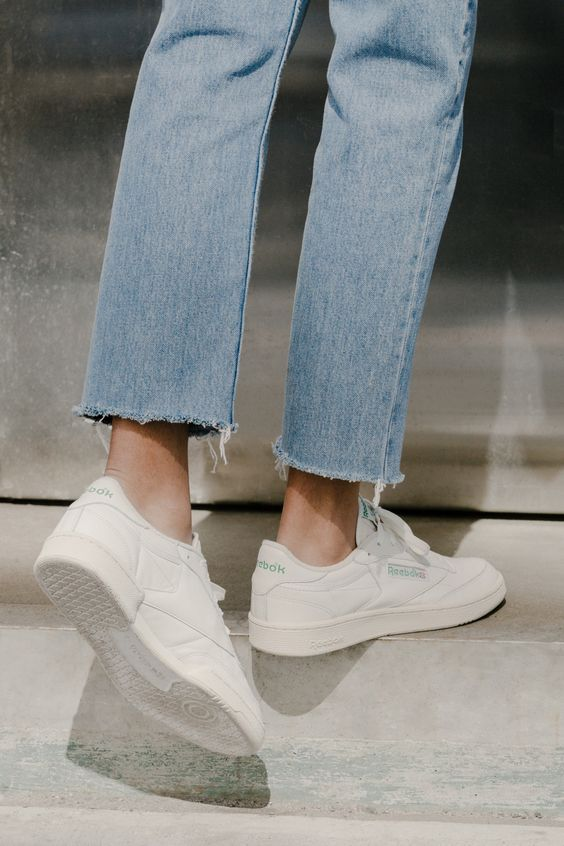 Minimalist chic white trainers and jeans @jacintachiang: