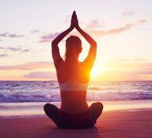 Selon une étude menée par une équipe de chercheurs de l'Université de Californie aux Etats-Unis, méditer serait plus efficace pour vaincre le stress que les vacances, aussi agréables soit-elles.