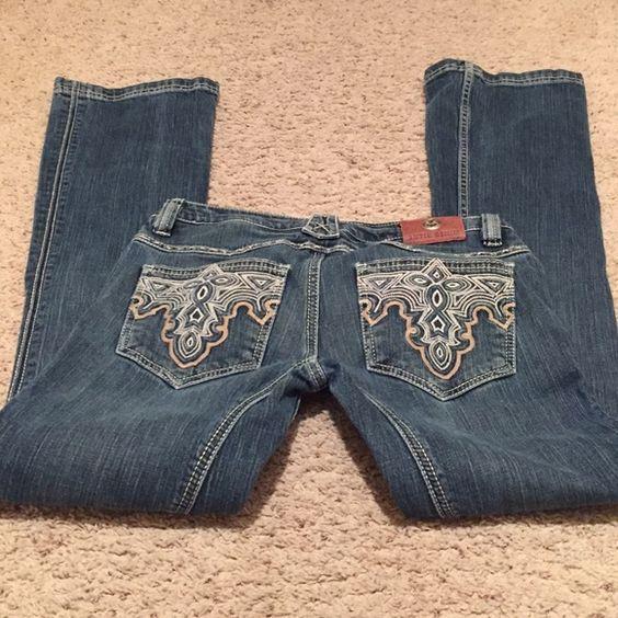 "Antik Denim Blue Jeans Great condition.  White/tan embroidered stitching.  Inseam 32"" Antik Denim Jeans Boot Cut"