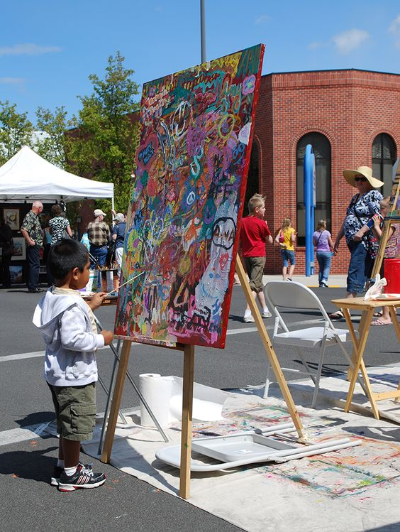 Community Art easel.  Art in Bloom every Mother's Day weekend in Medford, Oregon.