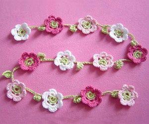 Selbermachen-Tipp: Blumenkette häkeln - BRIGITTE.de Crochet flower garland, not in English, but pretty good pictures