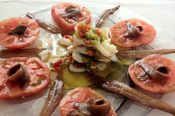 ... del Norte laminado y salsa vinagreta acompañado por anchoas del