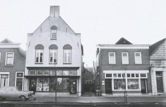 Zuidhaven 71 het woonhuis van bakker Joh. van der Put, 73 de drogisterij van A. Zom en 75 de grossierderij van C. Sweere