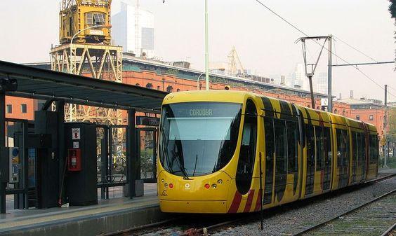 Tren del Este, uno de los sistemas de tren ligero en Buenos Aires.