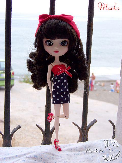 Maeko y una ventana a la playa y al mar   Flickr: Intercambio de fotos