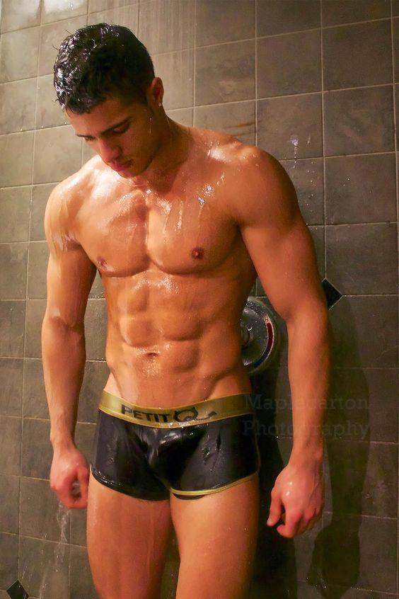 mec gay sous la douche gay baise sous la douche