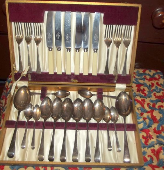 Vintage Sheffield Silverplated Cutlery set plus Super Vinners Stainless Flatware…