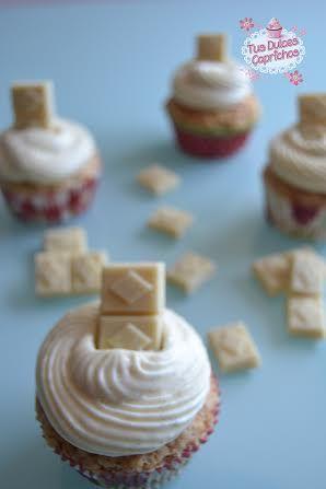 Cupcakes de chocolate blanco vegano y vainilla