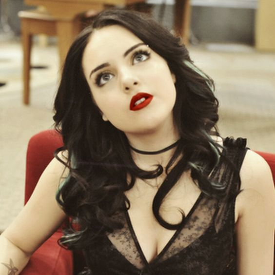 jade west elizabeth gillies jade west and elizabeth gillies pinterest elizabeth gillies. Black Bedroom Furniture Sets. Home Design Ideas