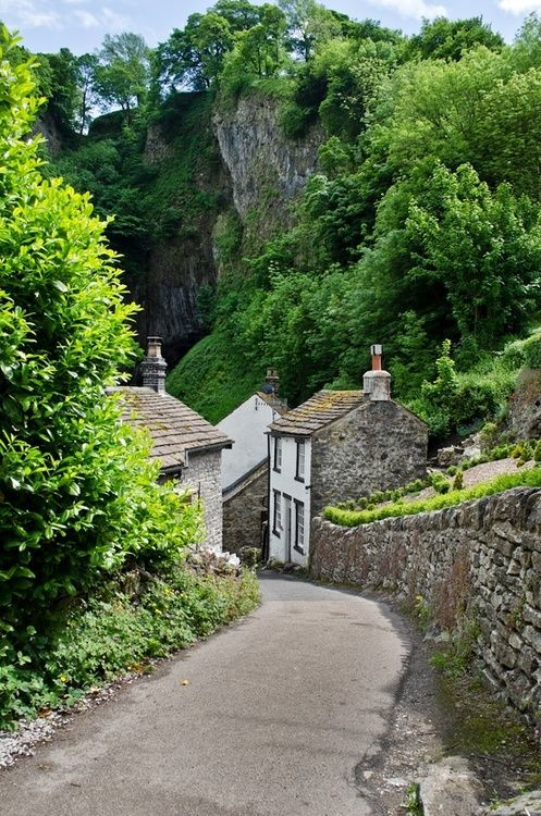 via A Different Place & Time / The Devil's Arse, Castleton, UK. Photo by Norman Smith