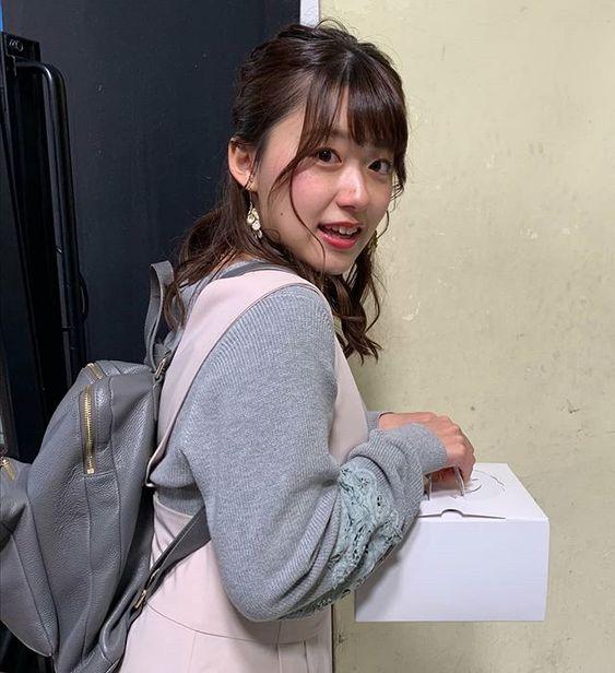 リュック姿が可愛い尾崎里紗さん