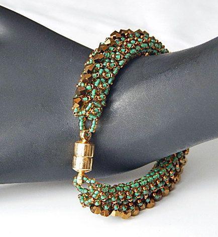 Zeile der grünen Armband von Ravit auf Etsy