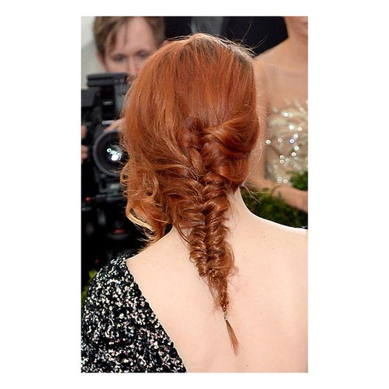 Kristen Stewart's Red Hair Gets Red Carpet Debut At 2014 Met Gala ❤ liked on Polyvore featuring hair, cabelos and red hair